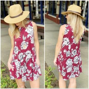 Burgundy sleeveless floral tunic dress wPockets